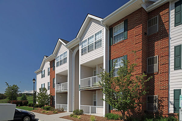 Foxridge apartment community in Blacksburg Va HHHunt
